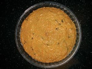 морковный-пирог-с-изюмом-перед-выпечкой