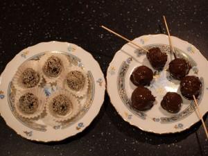 Полезные конфеты из сухофруктов в кунжуте и шоколаде