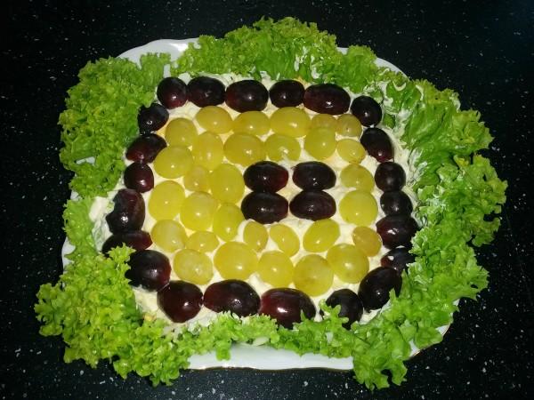салат-тиффани-с-виноградом