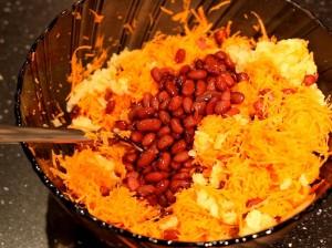 салат-муравейник-добавляем-фасоль