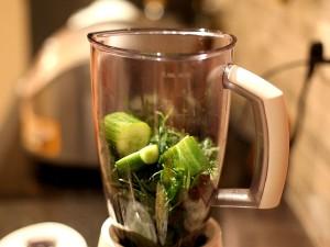 зеленый-коктейль-закладываем-зелень